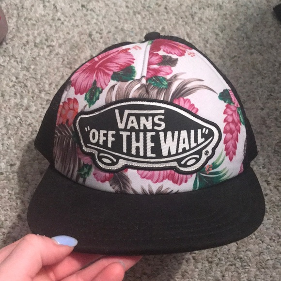 2701997f30f Vans Off the wall hat. M 5ad17211a825a669defbfafe